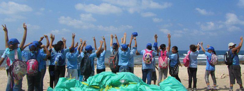 תמונה קבוצתית עם פסולת: למעלה מ-80 שקי פסולת נאספו במבצע ניקיון בחופי ג'יסר א זרקא